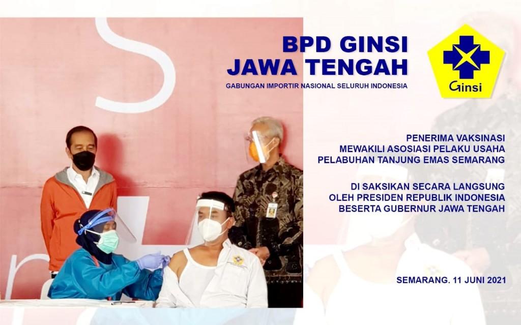 Jokowi Tinjau Vaksinasi Massal di Pelabuhan Tanjung Emas